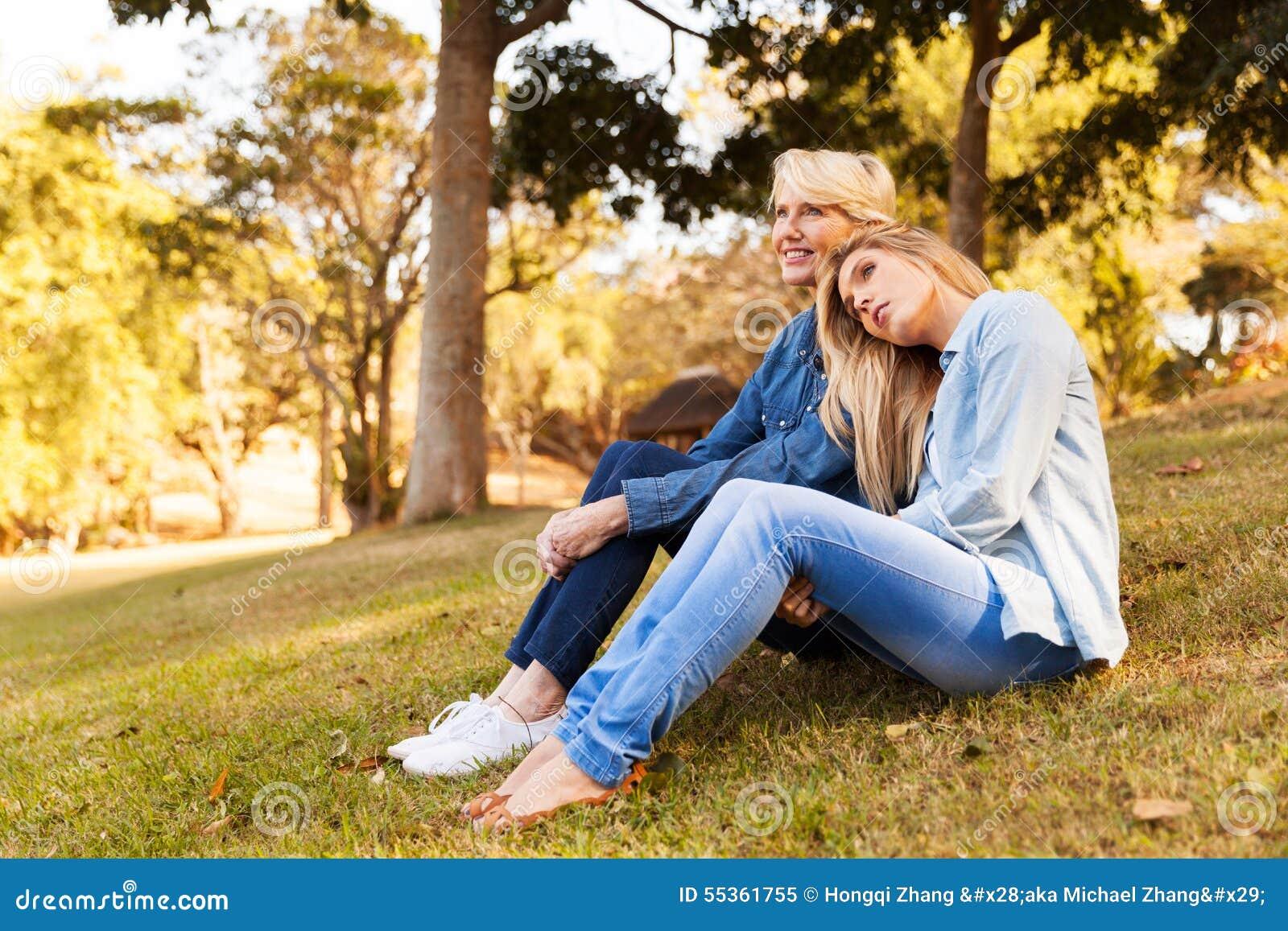 Erba di seduta della figlia della madre