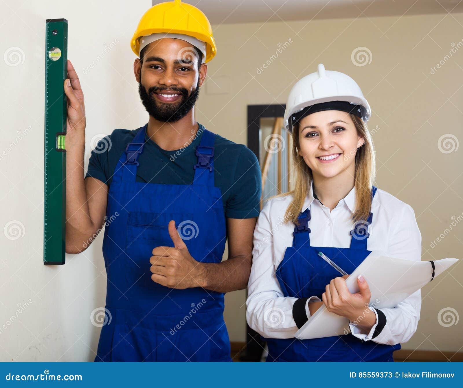 Erbauer und Erbauer mit Geistniveau am Standort