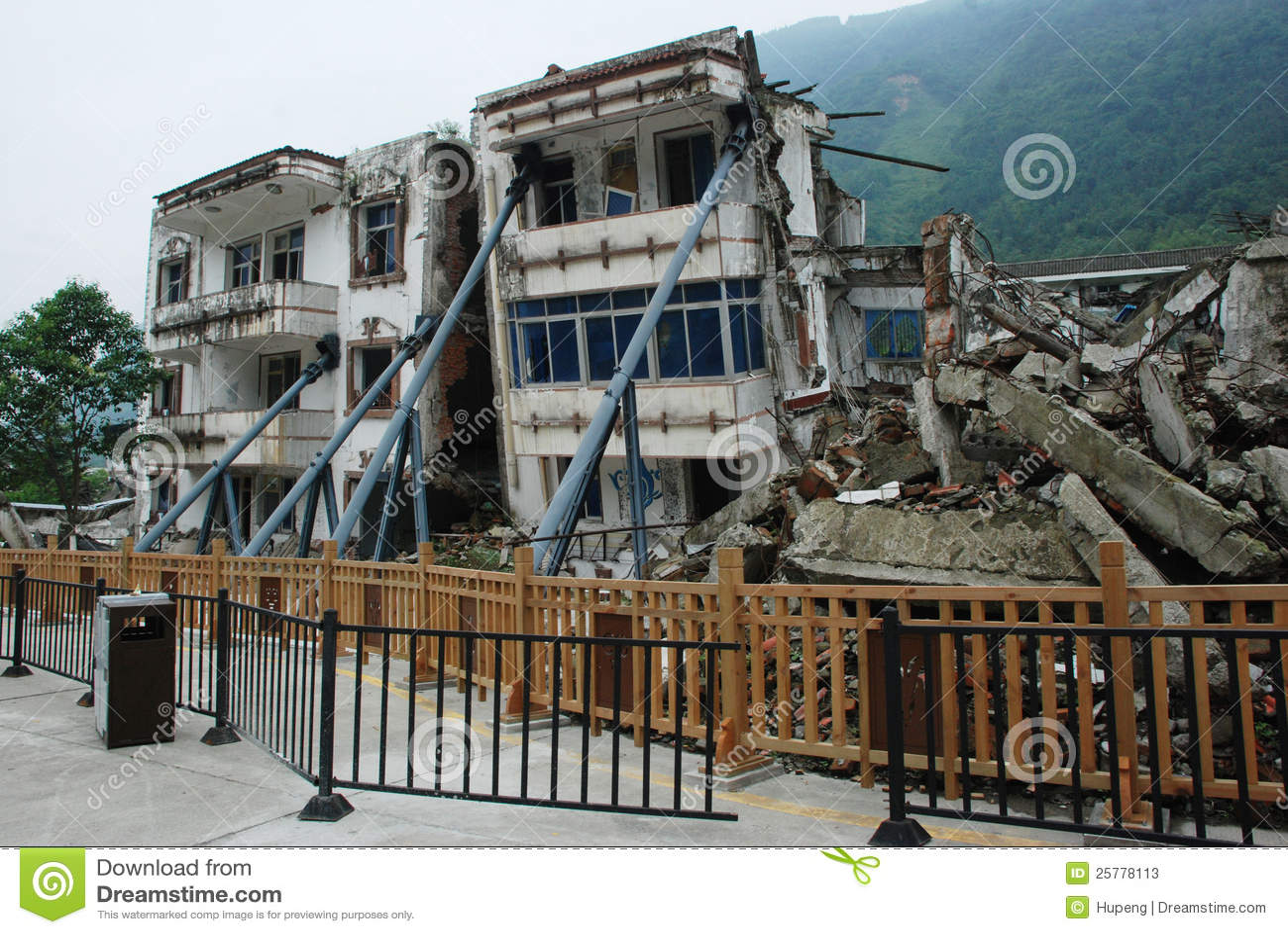 Erdbeben zerstören