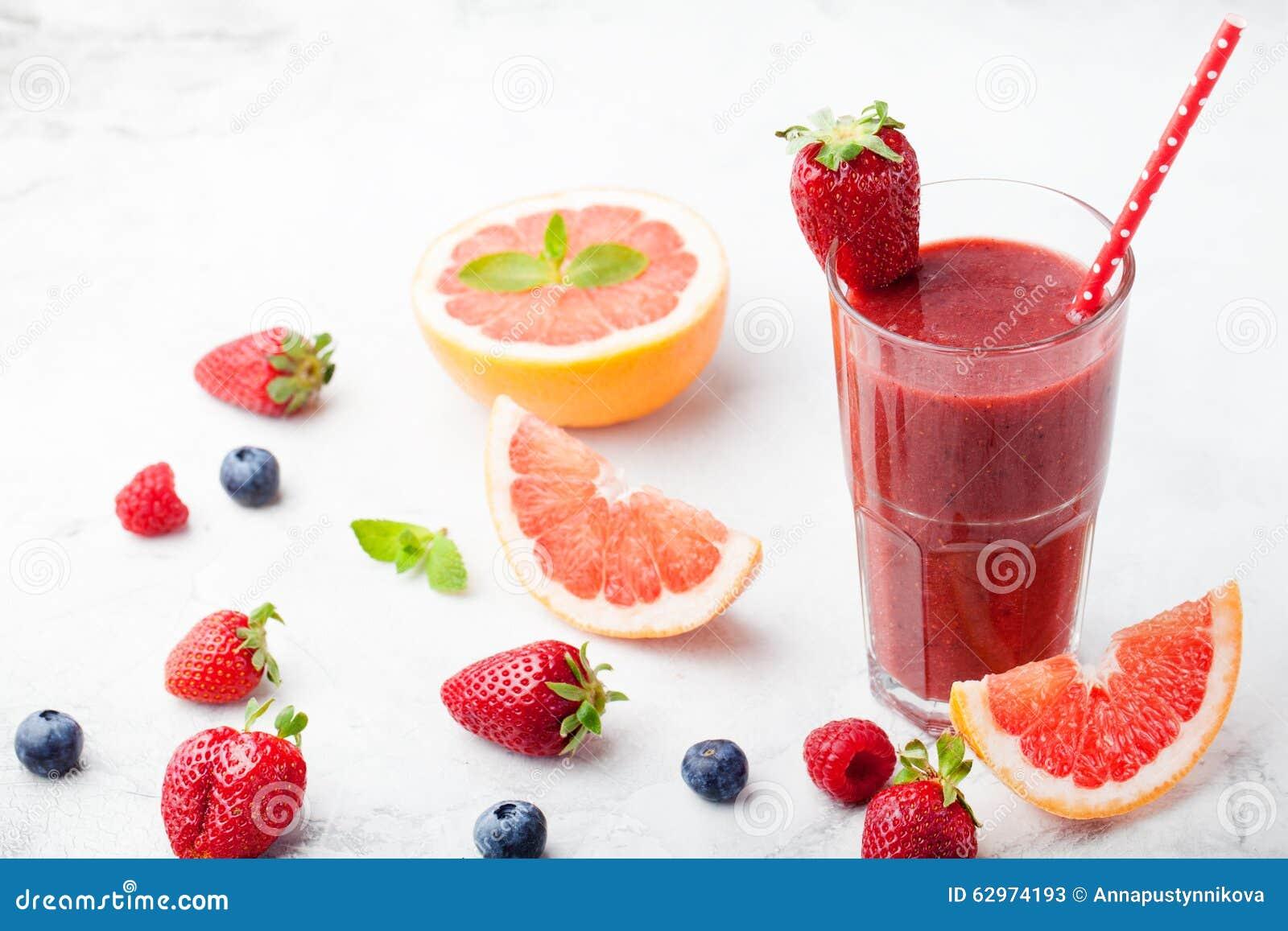 Erdbeere, rosa Pampelmuse Smoothie, acai Pulver