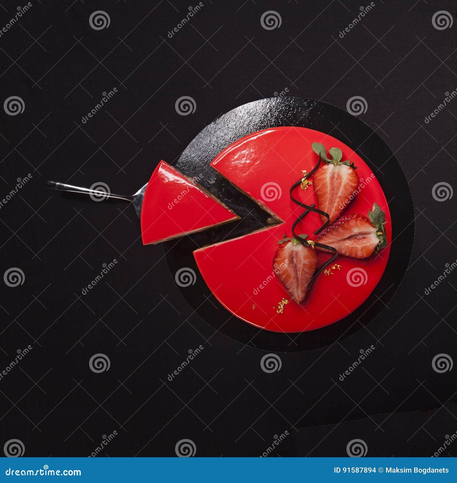 Erdbeerkuchen Bedeckt Mit Der Roten Spiegelglasur Verziert Mit