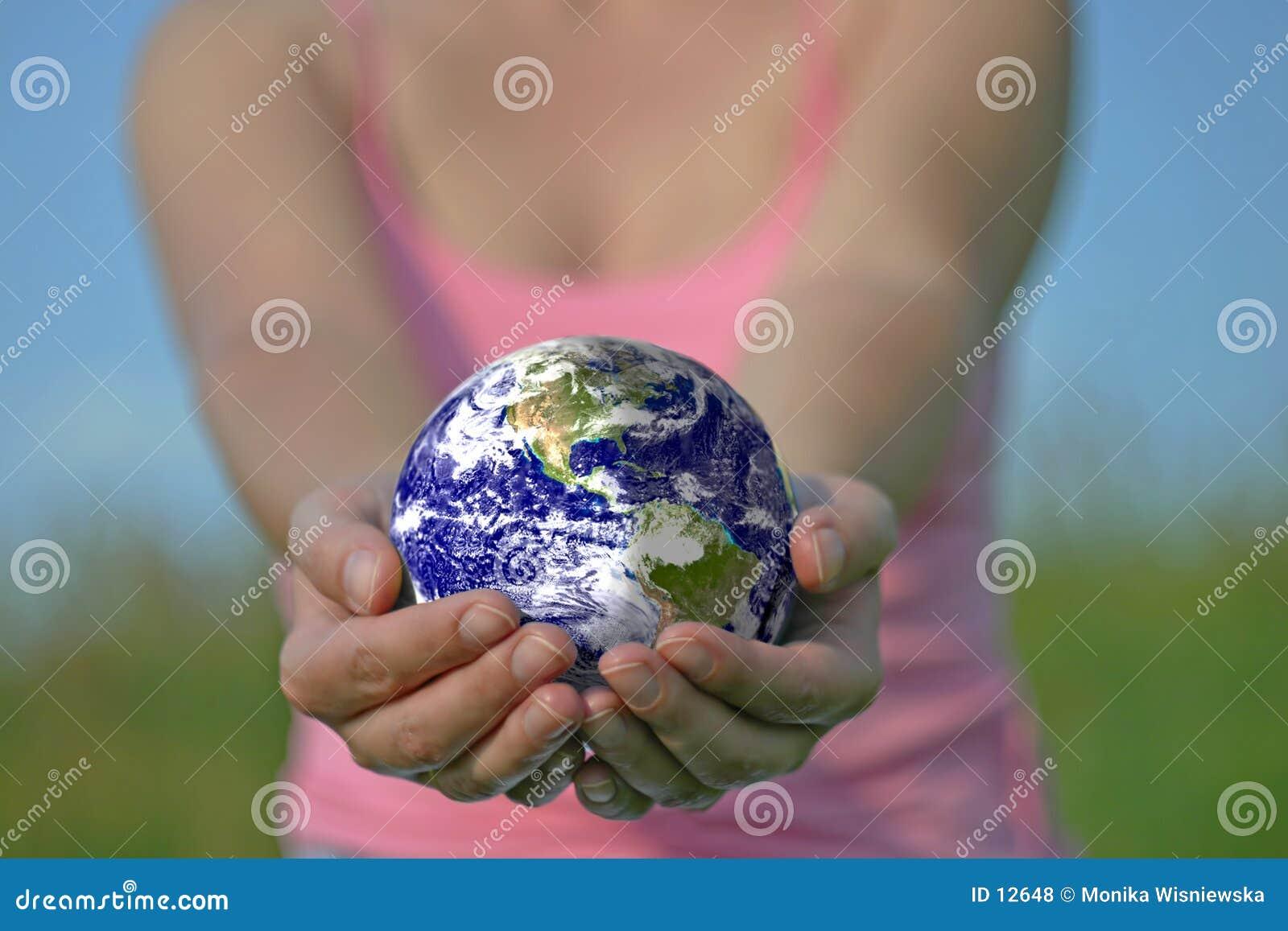 Erde ist in Ihren Händen