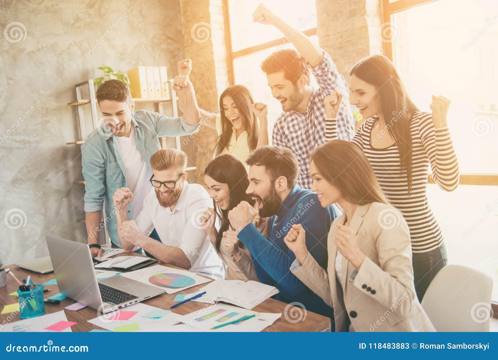 Erfolg und Teamarbeitskonzept Gruppe Teilhaber mit r
