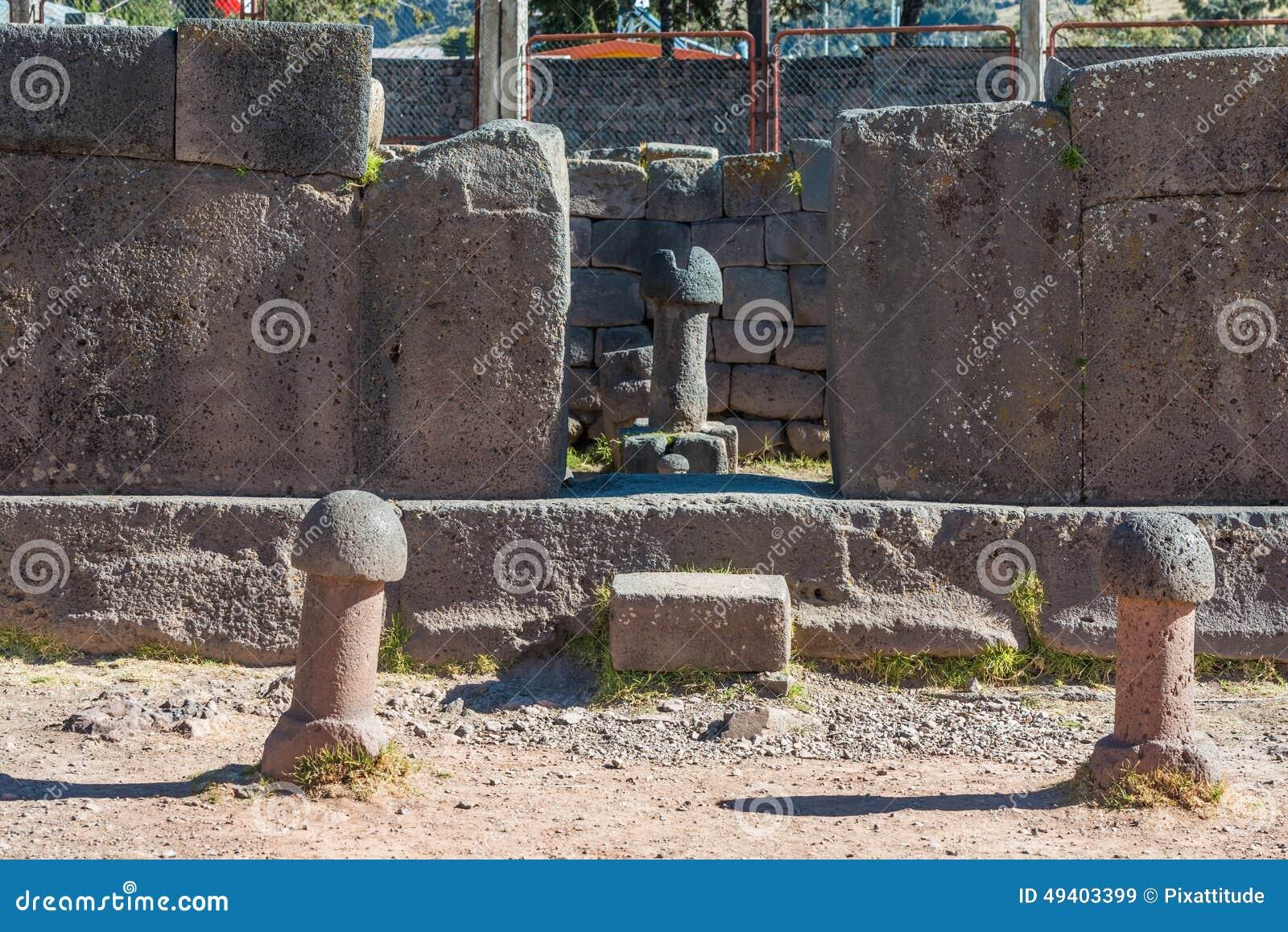 Download Ergiebigkeitstempel In Den Peruanischen Anden Bei Puno Peru Stockbild - Bild von peru, penis: 49403399