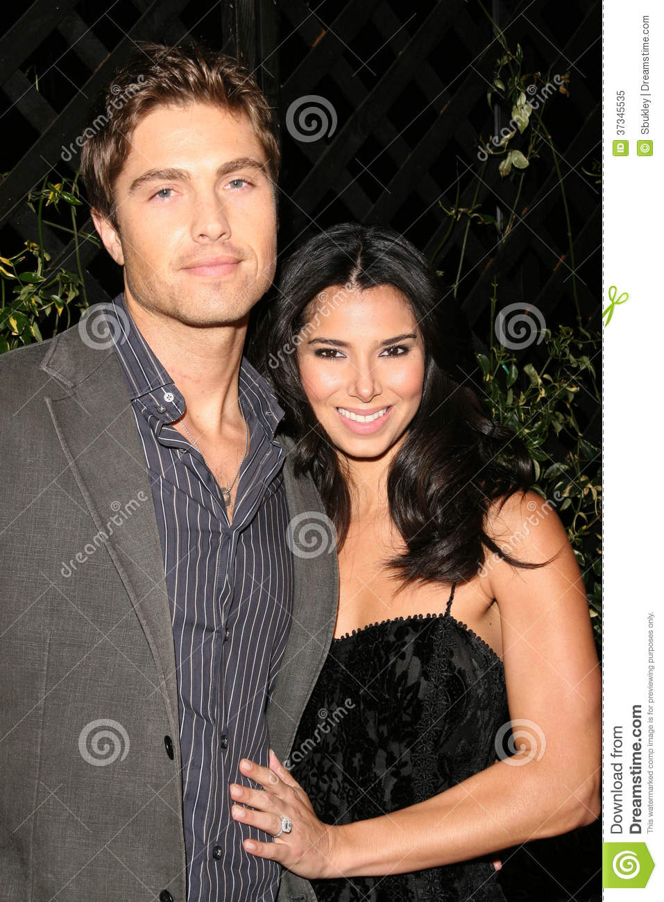 Eric Winter Roselyn Sanchez