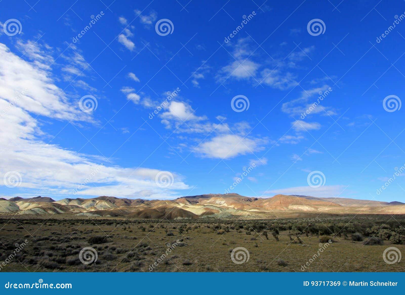 Ermo bonito no vale de Chubut, Argentina