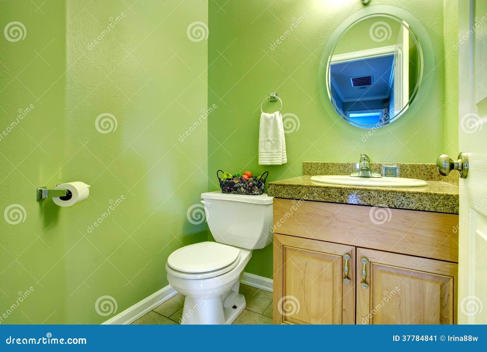 Erneuerndes Grünes Badezimmer Stockbild - Bild von modern, holz ...
