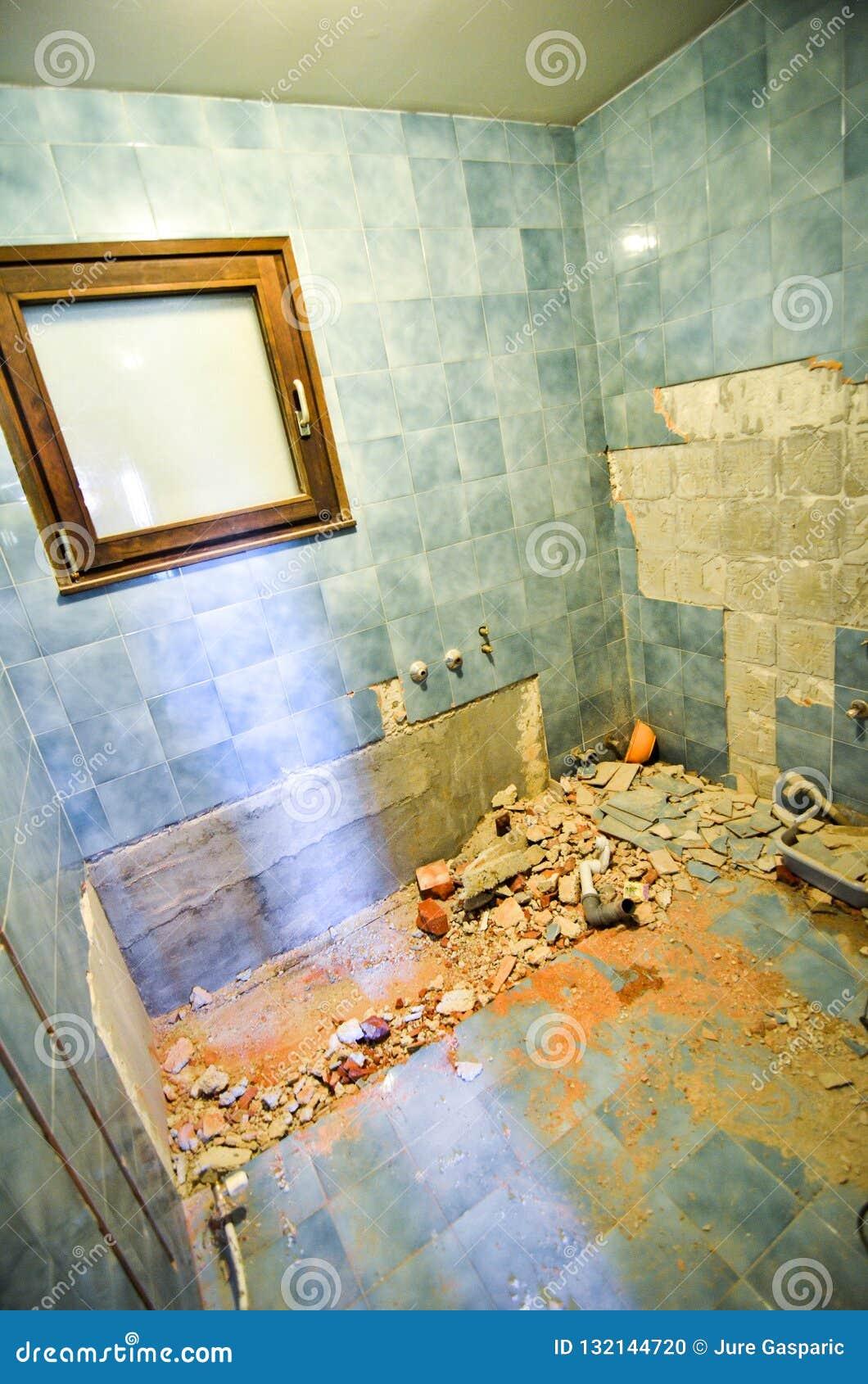 Erneuerung und Innenraum des Haupthaus- oder Wohnungsbas umbauend
