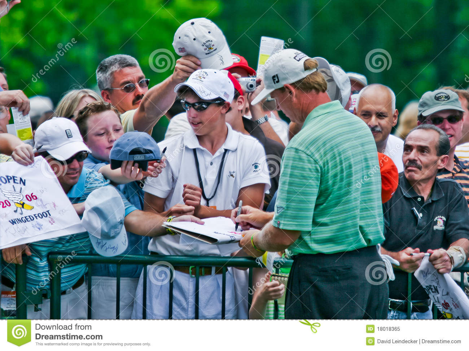 Ernie Els firma gli autografi