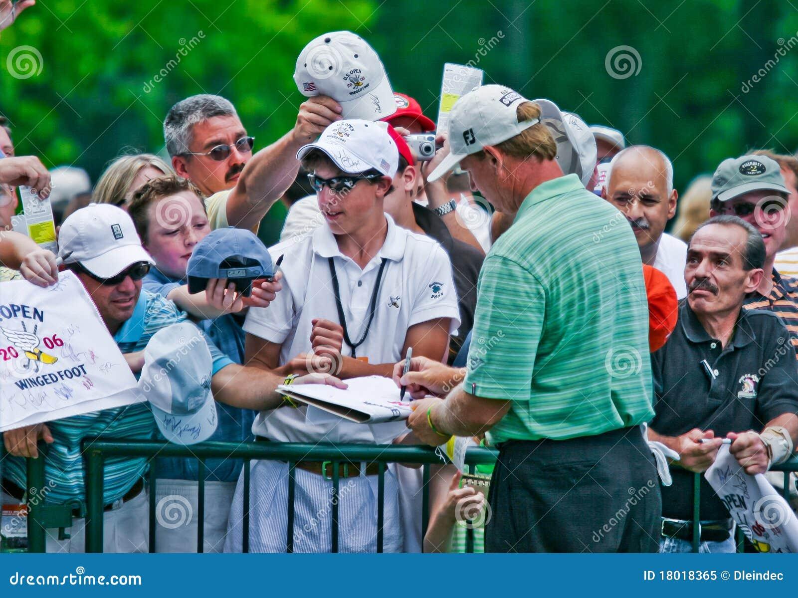 Ernie Els signe des autographes