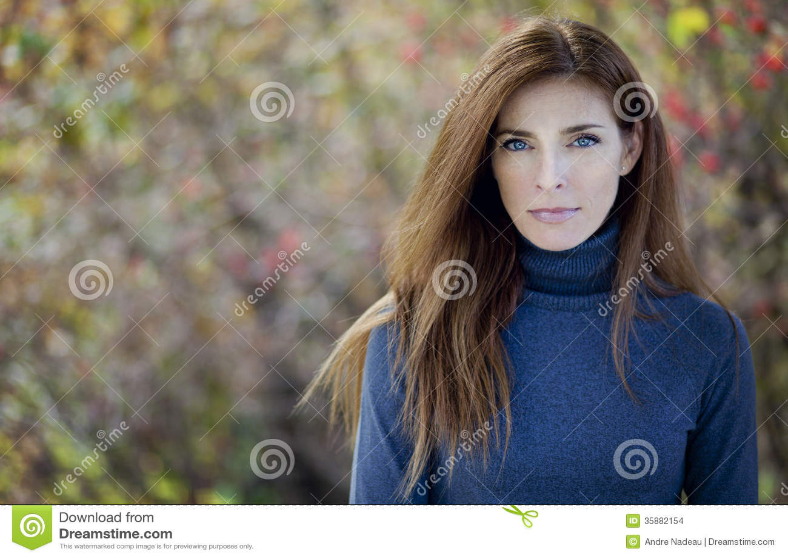 Ernstige Rijpe Vrouw