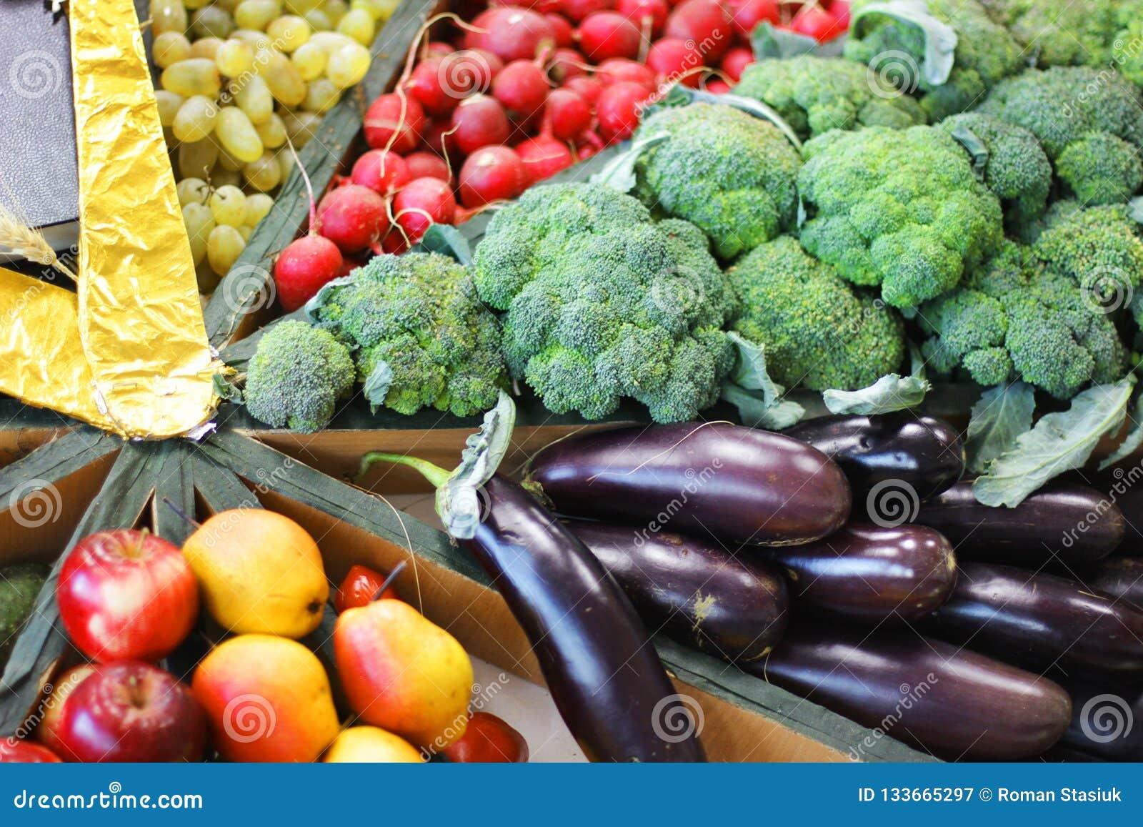 Ernterettiche, -kohl, -auberginen und -trauben
