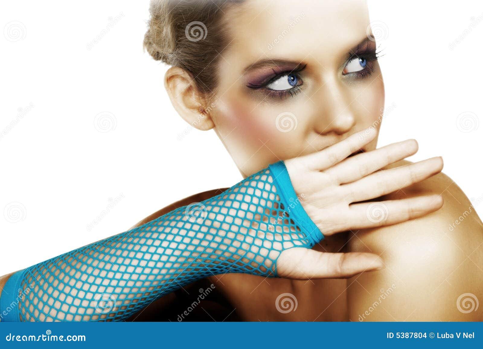 Erschrockene Frau im Blau
