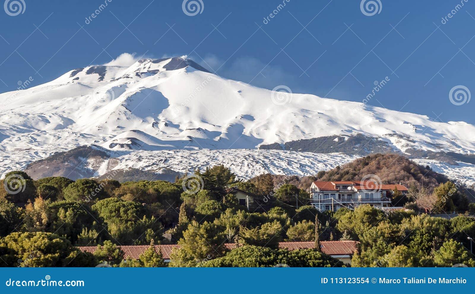 Erstaunliche Ansicht von Volcano Etna von Nicolosi, Catania, Sizilien, Italien