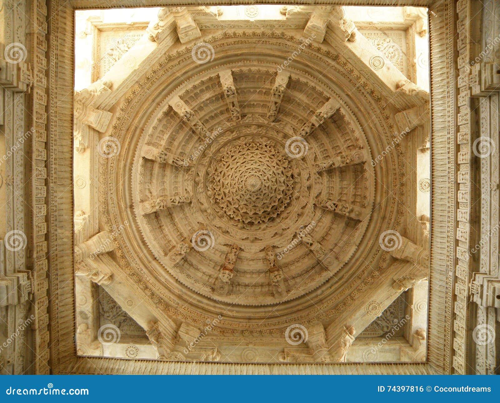 erstaunliche stuck-decke des jainismus-tempels stockfoto - bild von