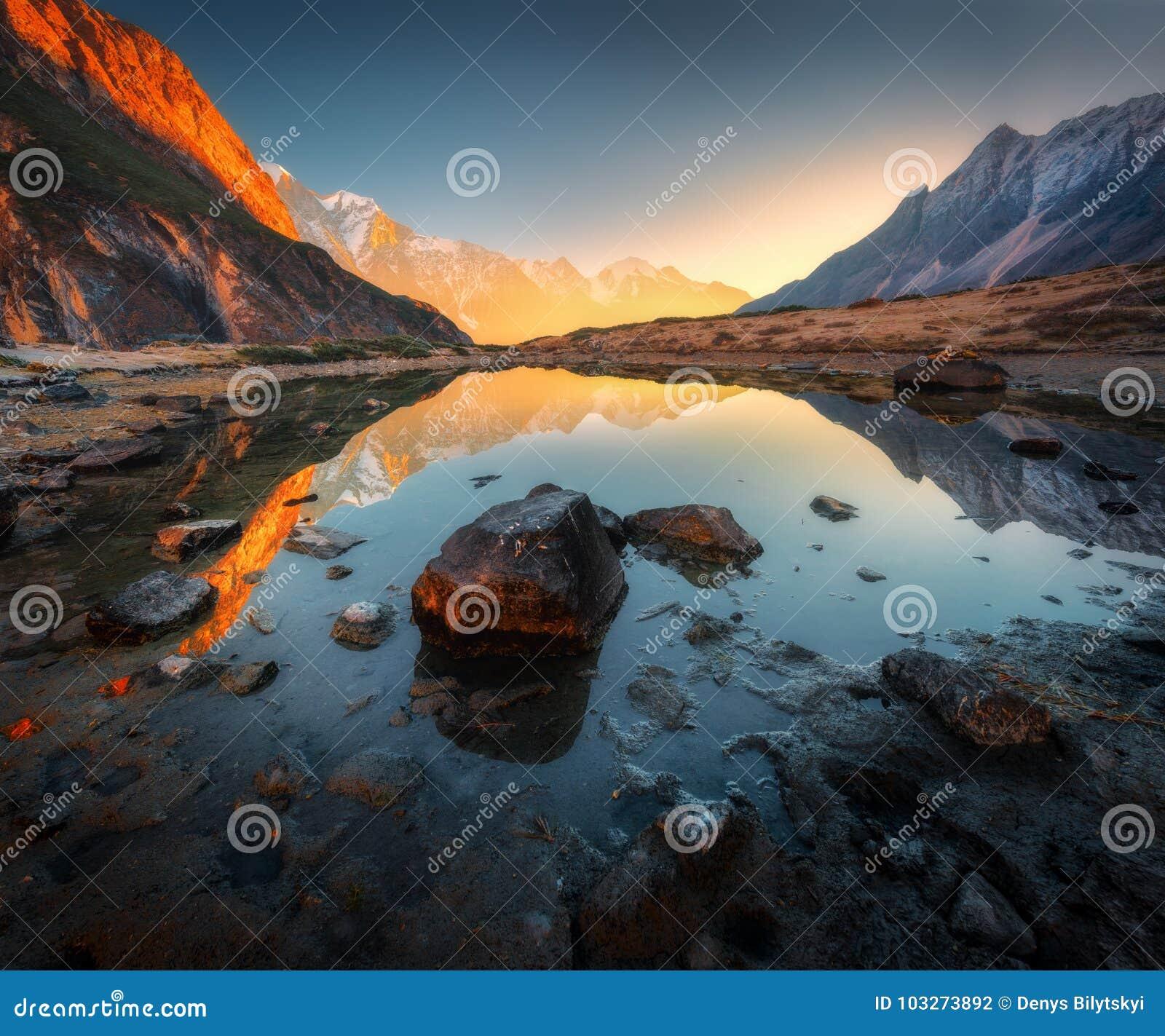 Erstaunliche Szene mit Himalajabergen