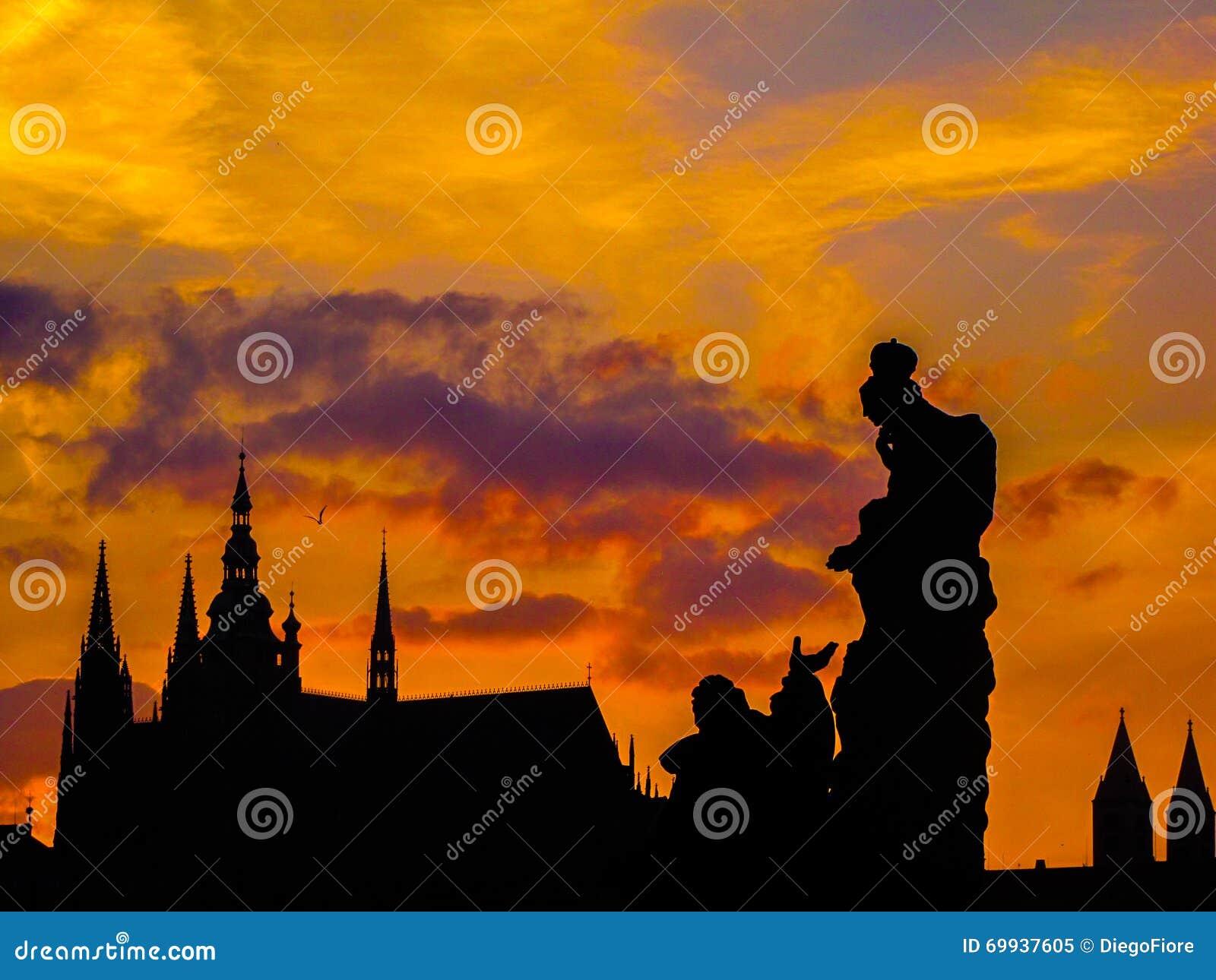 Erstaunlicher Sonnenuntergang in Prag