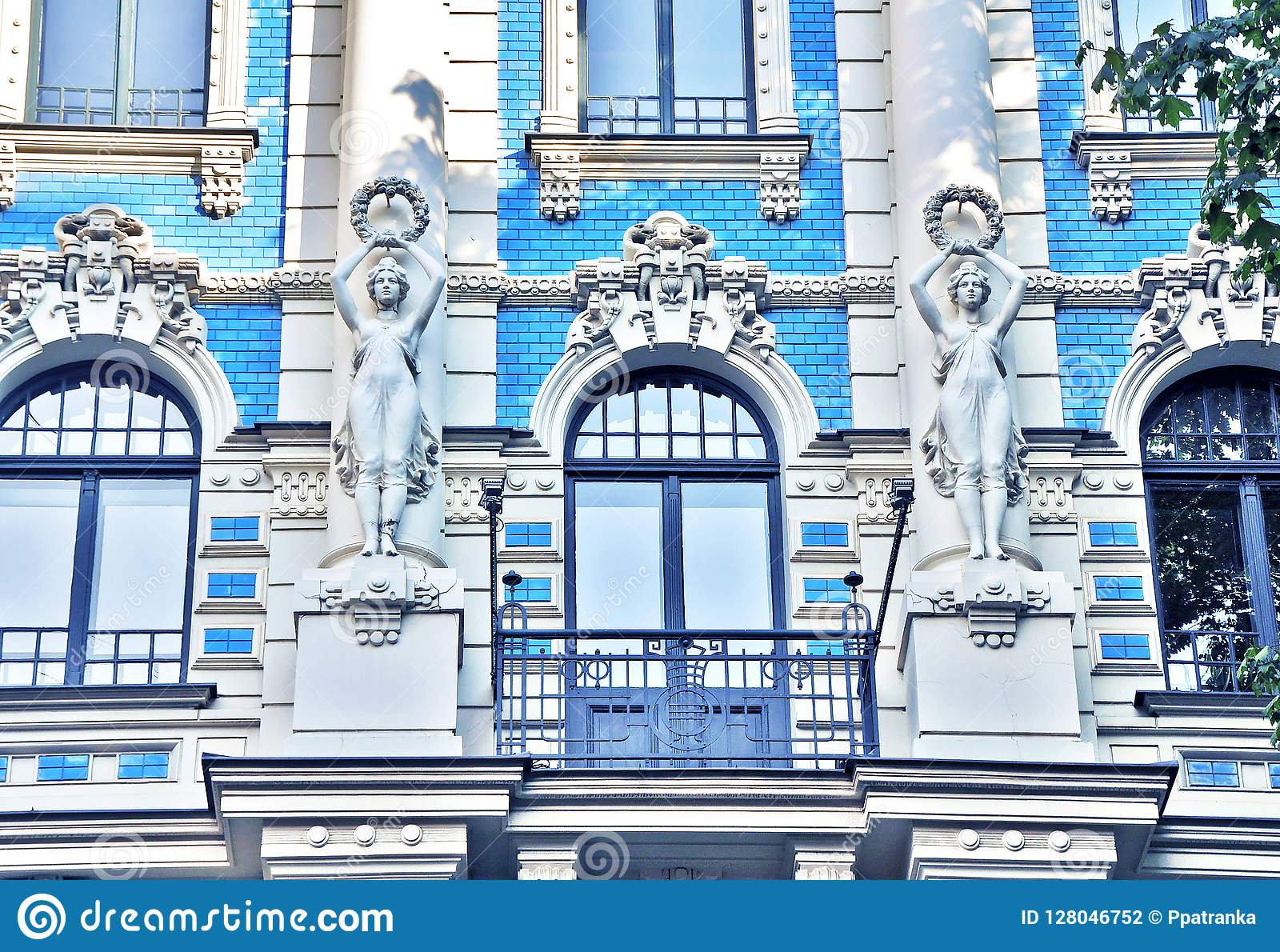 Erstaunliches Fragment eines Gebäudes in Art Nouveau District in Riga, Lettland