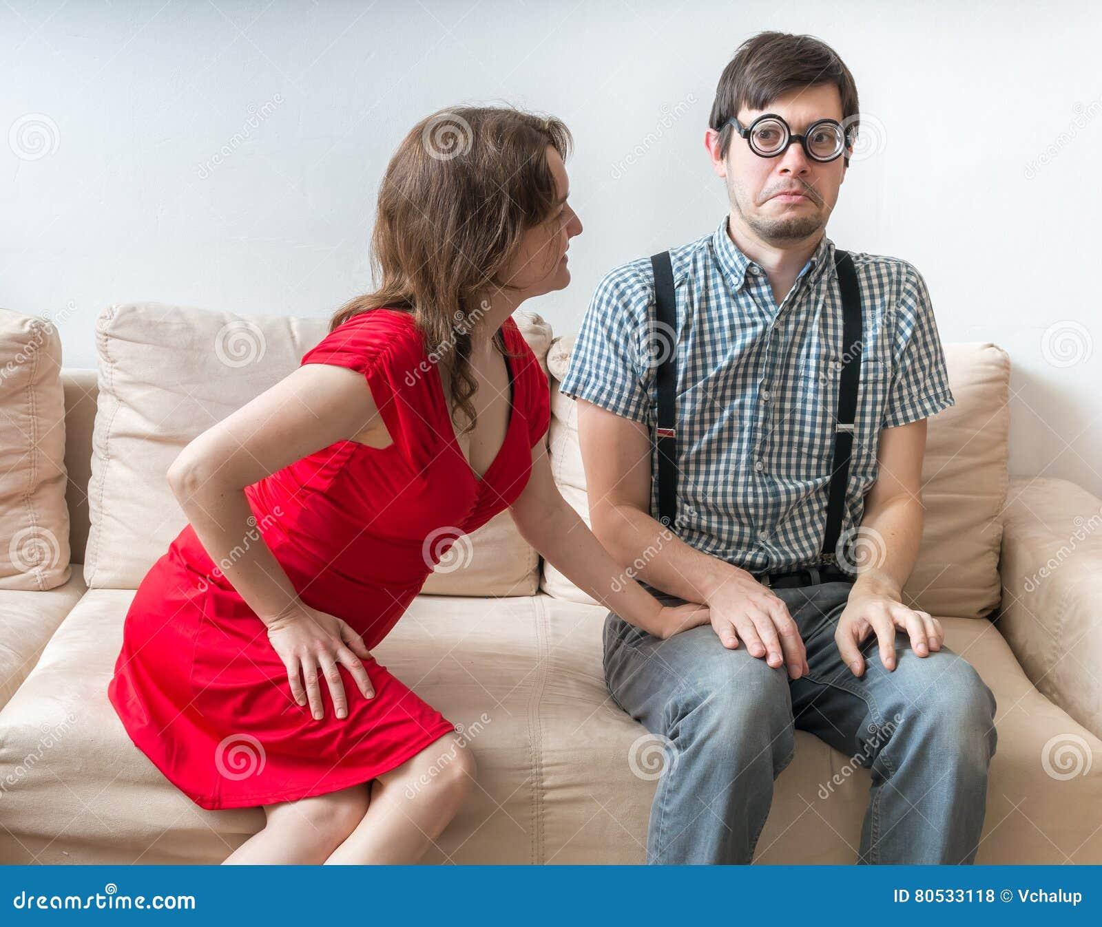 Erstes Datum Eines Paares Junge Frau Flirtet Mit Dem Schüchternen
