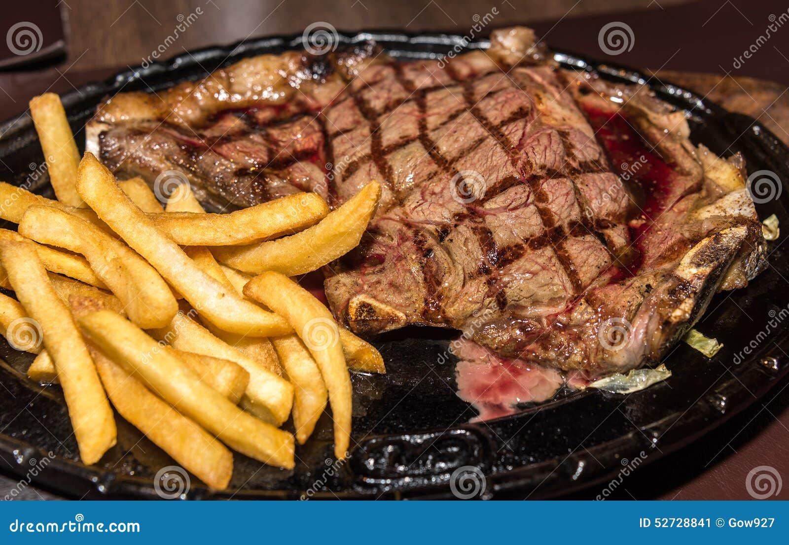 Erstklassiges amerikanisches Prime Rib-Steak mit Pommes-Frites