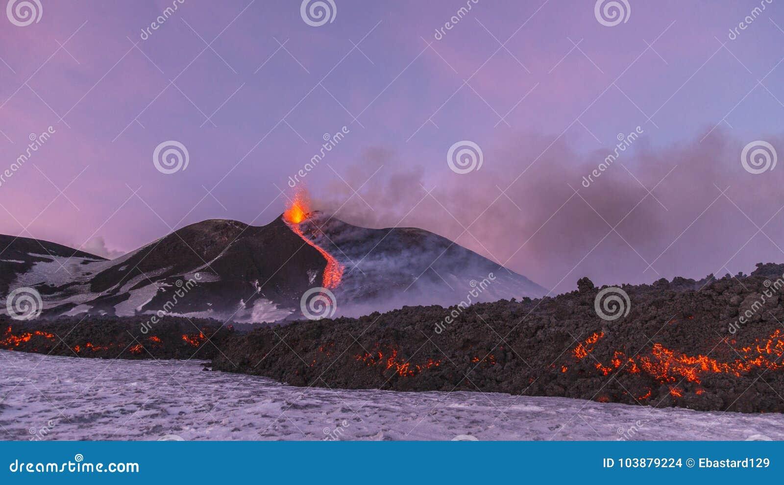 Erupción espectacular de Volcano Etna, Sicilia, Italia