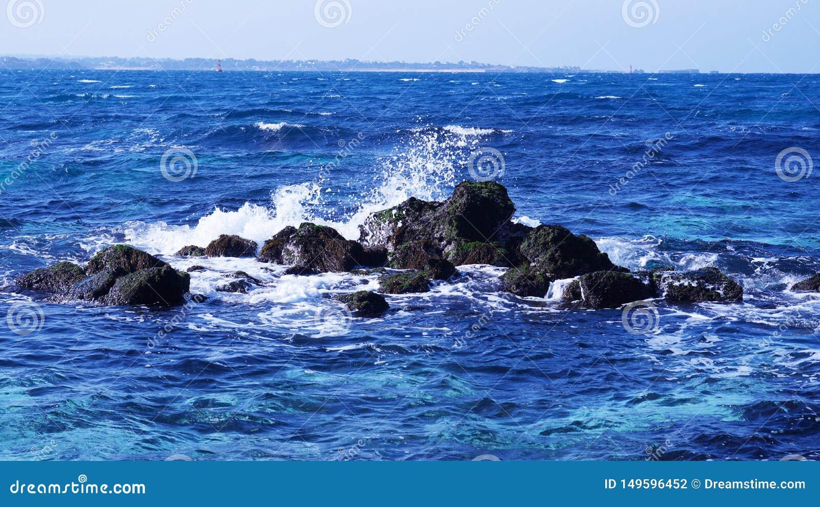 Es paisaje azul hermoso del mar de Udo de la isla de Jeju