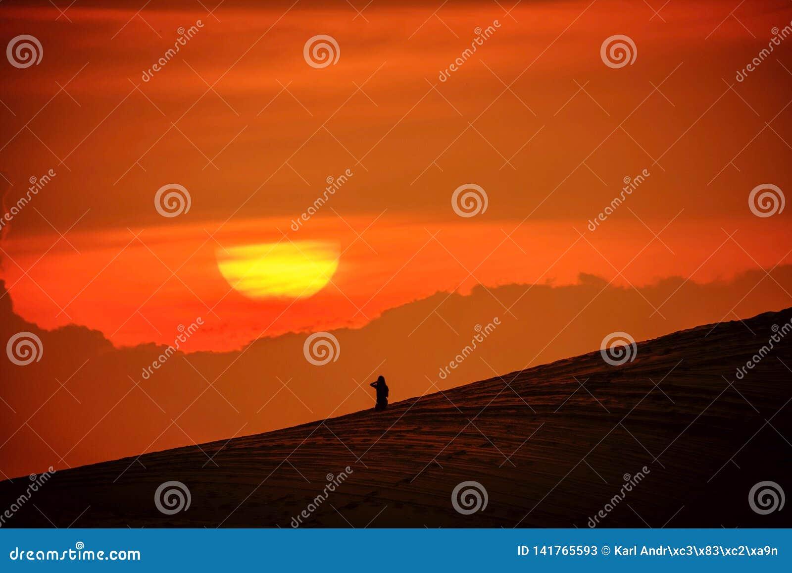 Esaminando il tramonto o l alba
