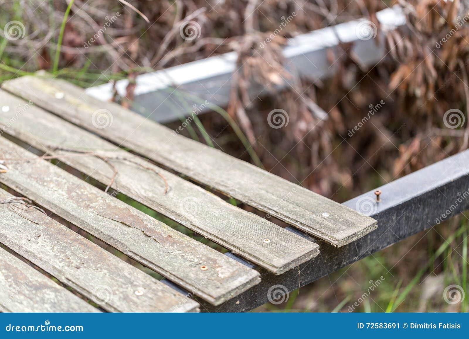 Escada de madeira horizontal colocado