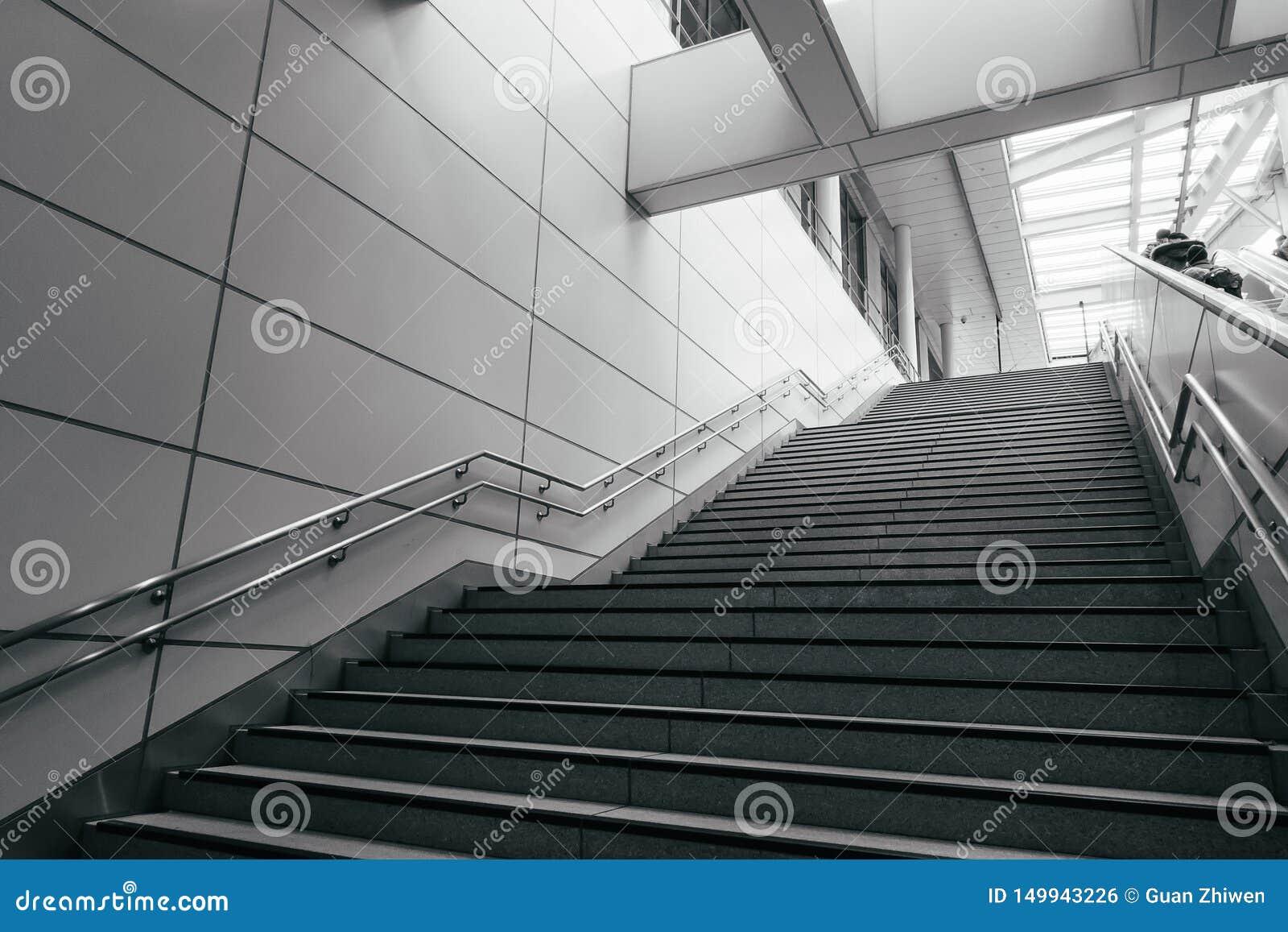 Escada na cidade moderna