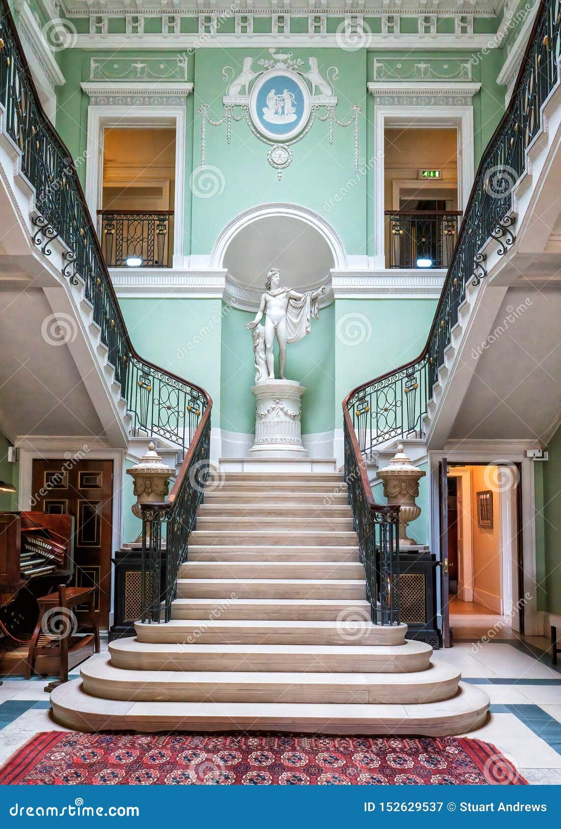 A escadaria imperial, casa de Sledmere, Yorkshire, Inglaterra