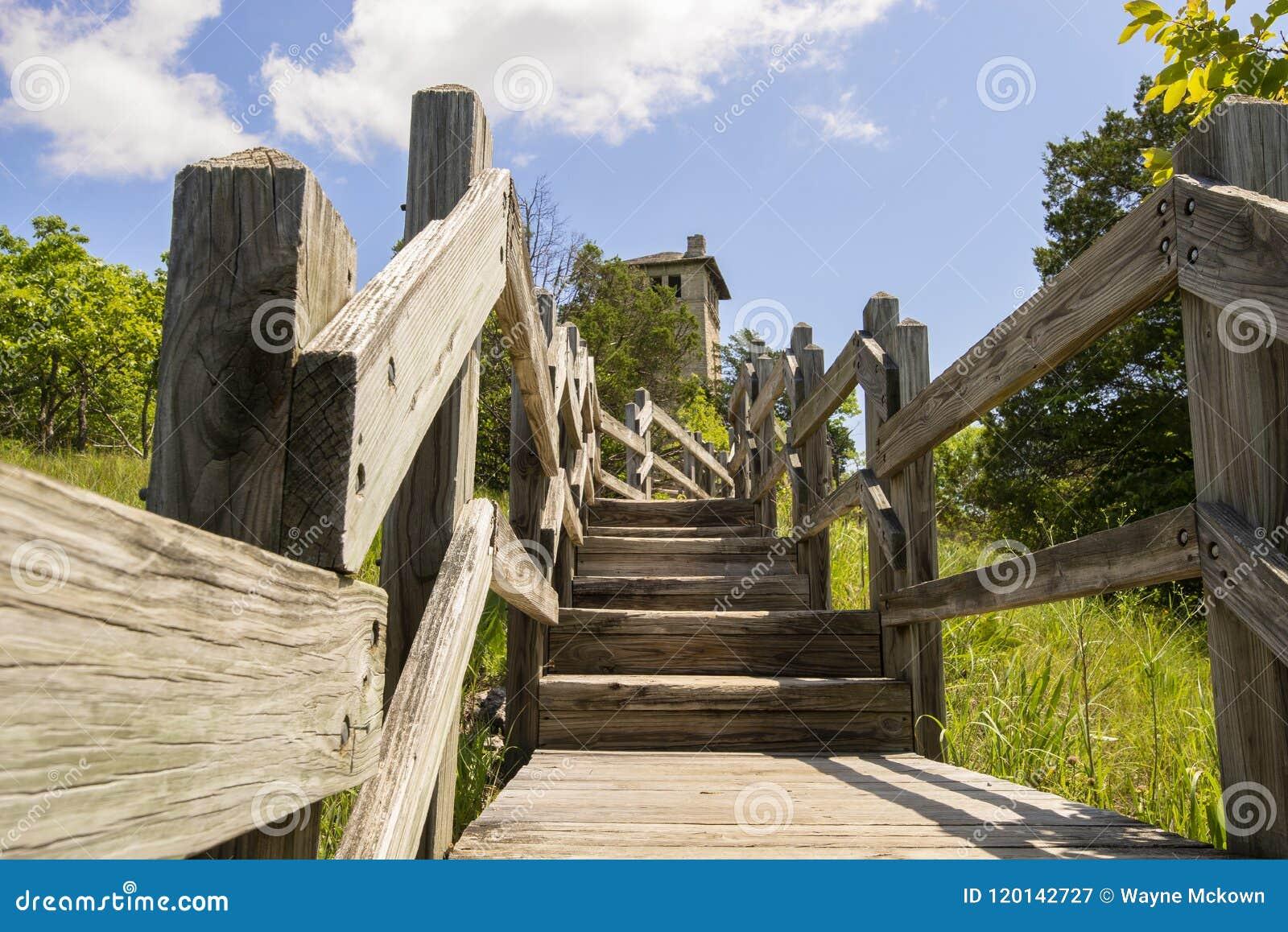 Escadas à torre de água do Ha Ha Tonka