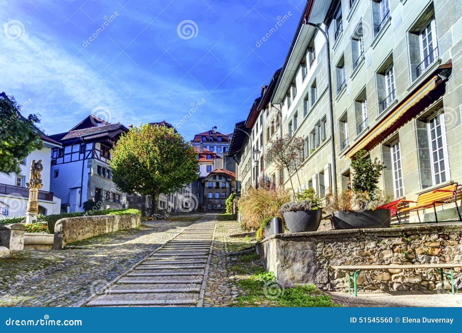 Escadas da corte-Chemin na cidade velha de Fribourg