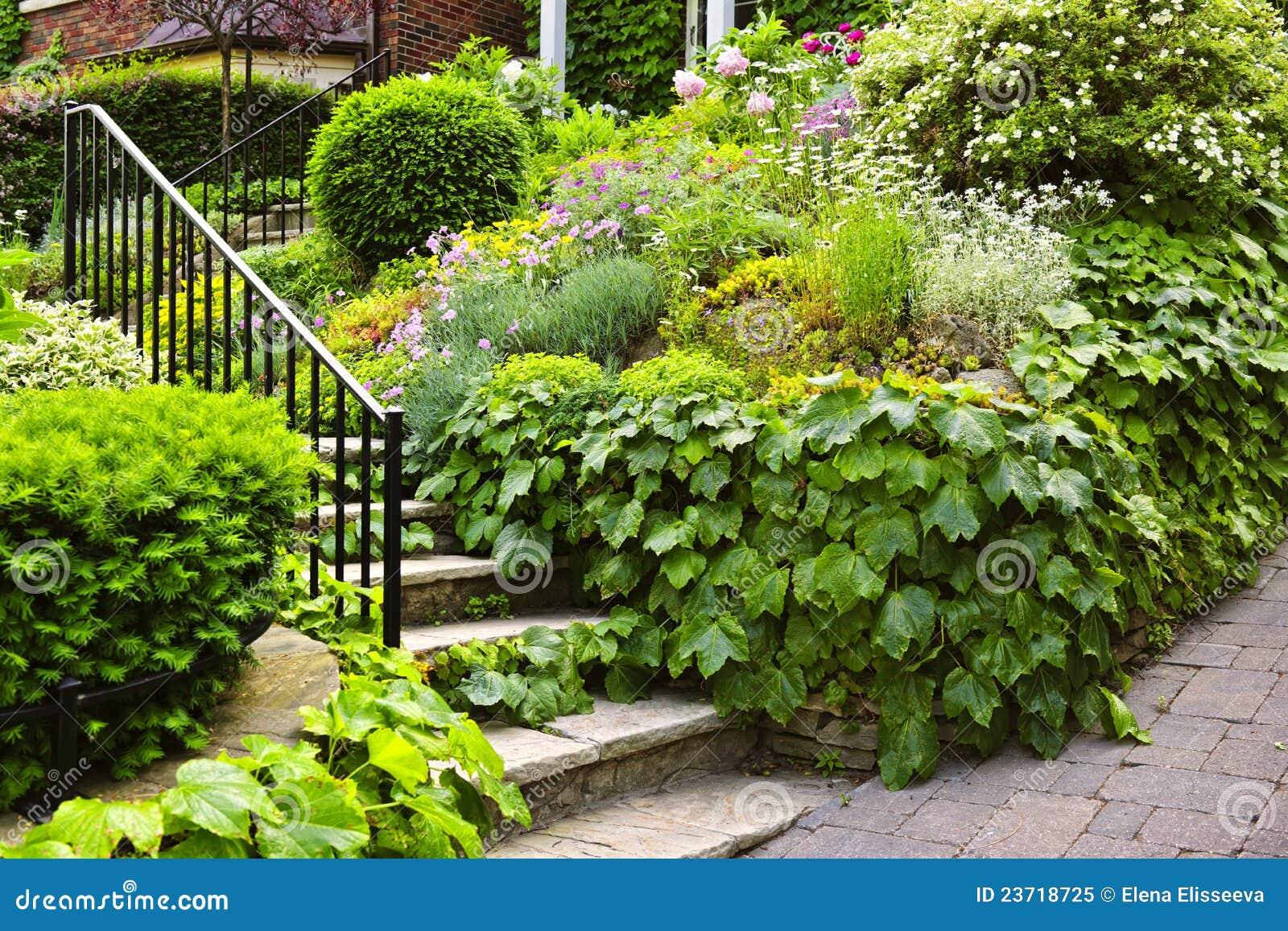 escada de pedra no jardim:Natural Stone Garden Stairs