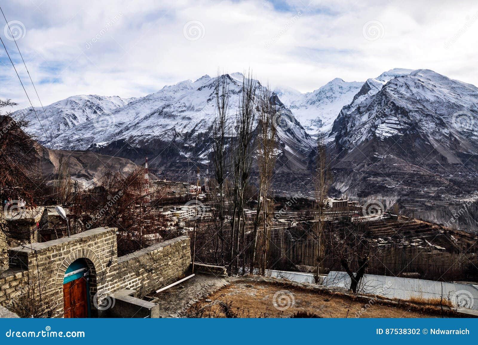 Escala de montanhas de Batura Muztagh