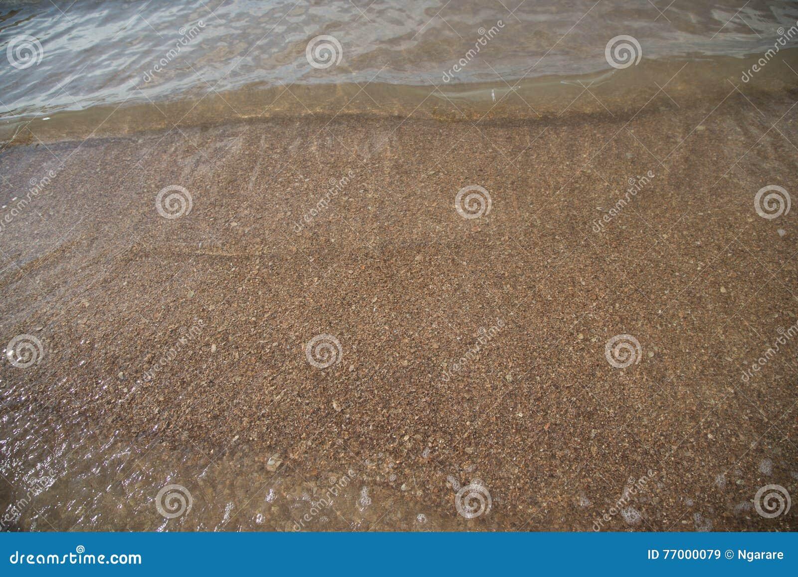 Escala dourada Dragon Spine Beach em Trang - Tailândia despercebida