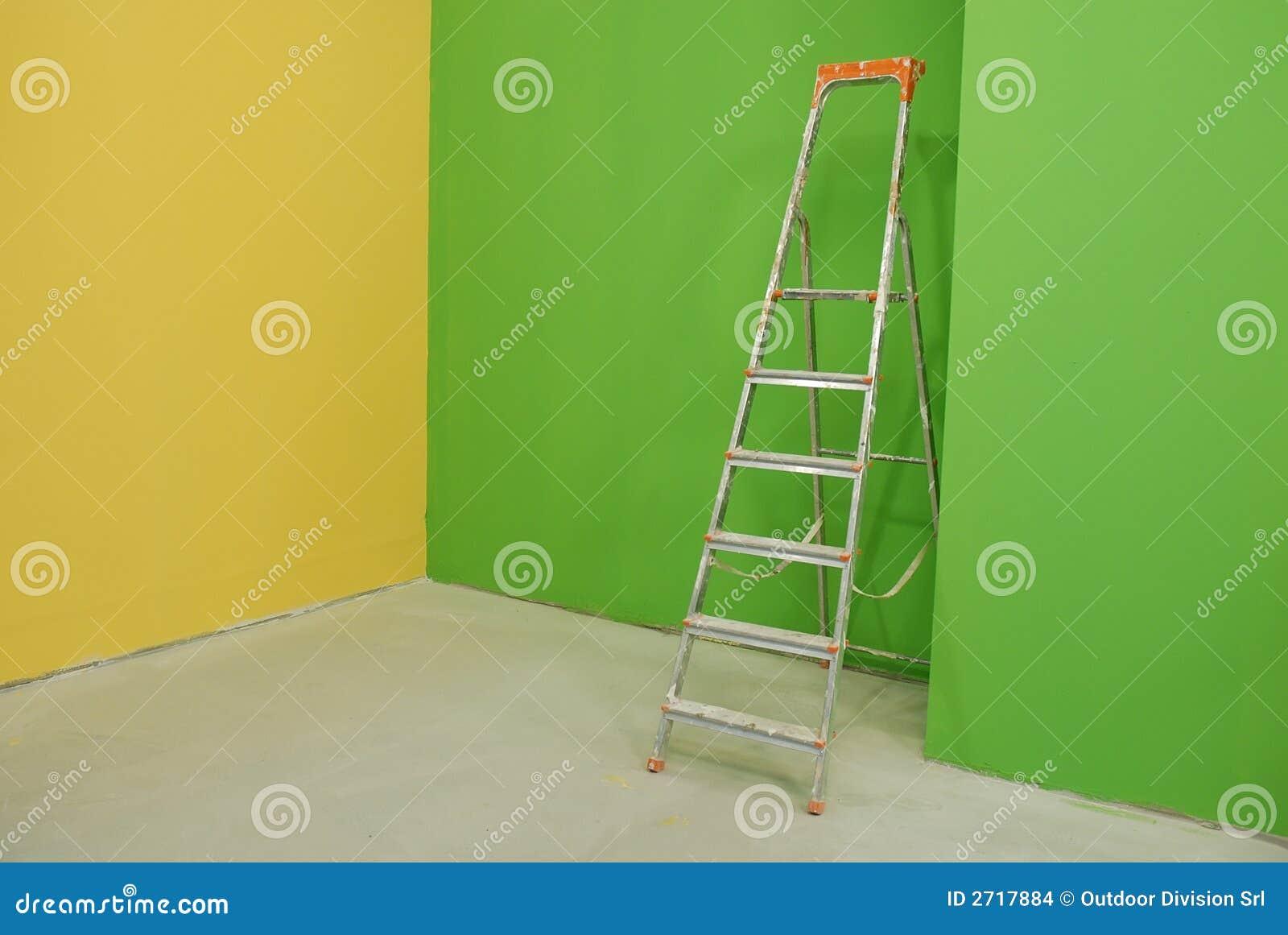 escala por las paredes pintadas foto de archivo imagen