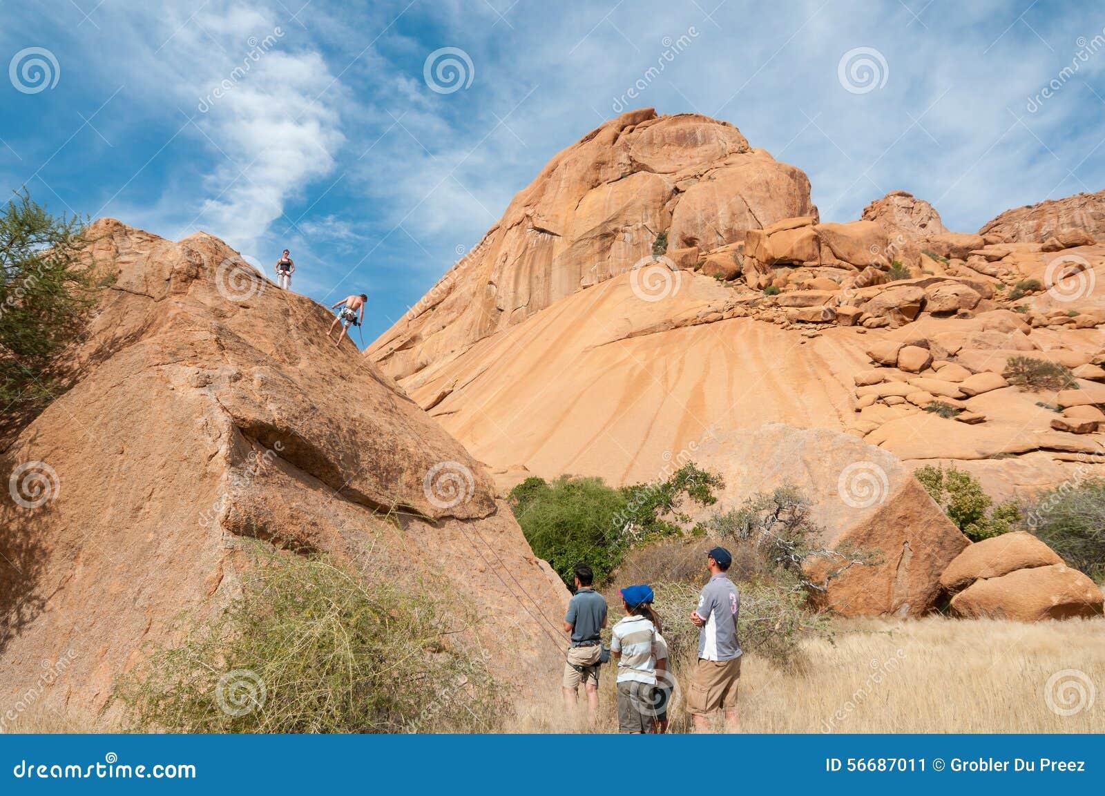 Escaladores de roca en Spitzkoppe