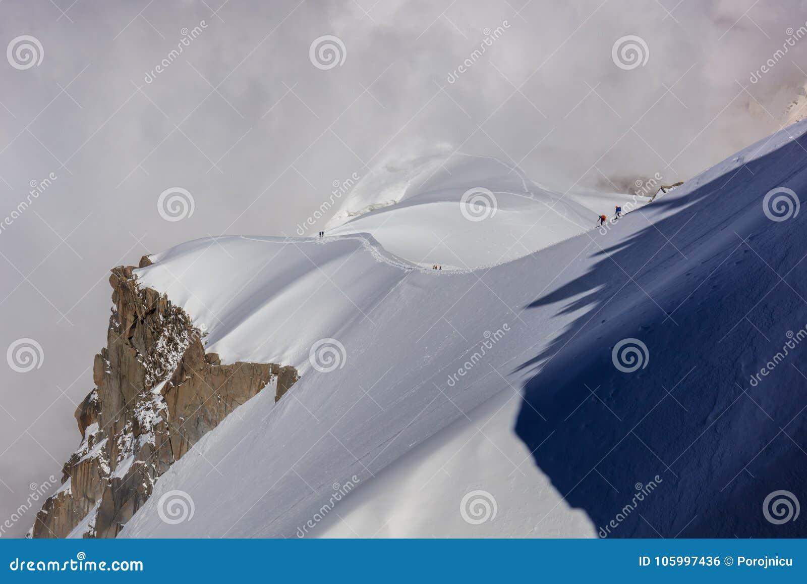 Escaladores en el macizo de Mont Blanc, Francia
