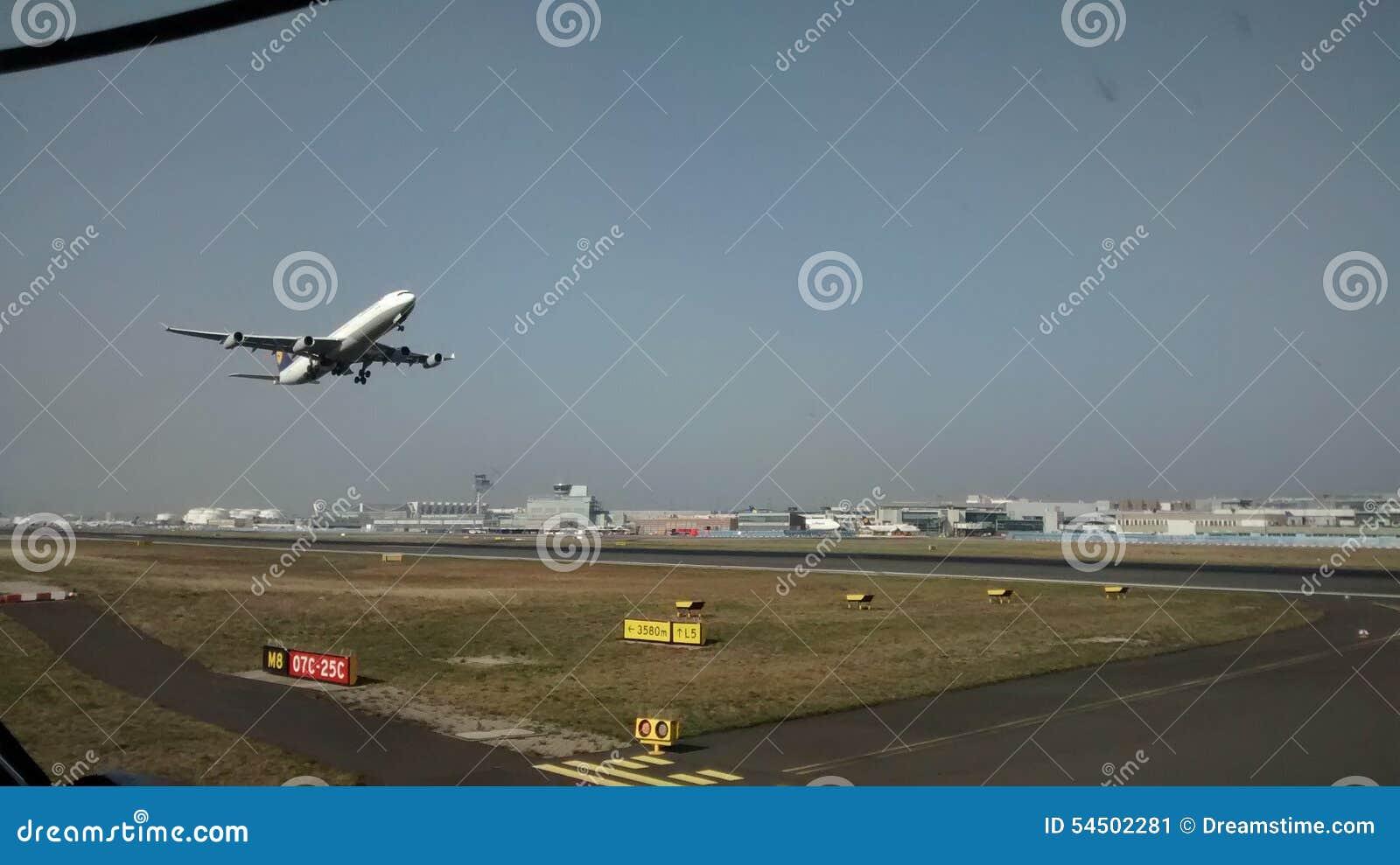 Escalators dans l aéroport