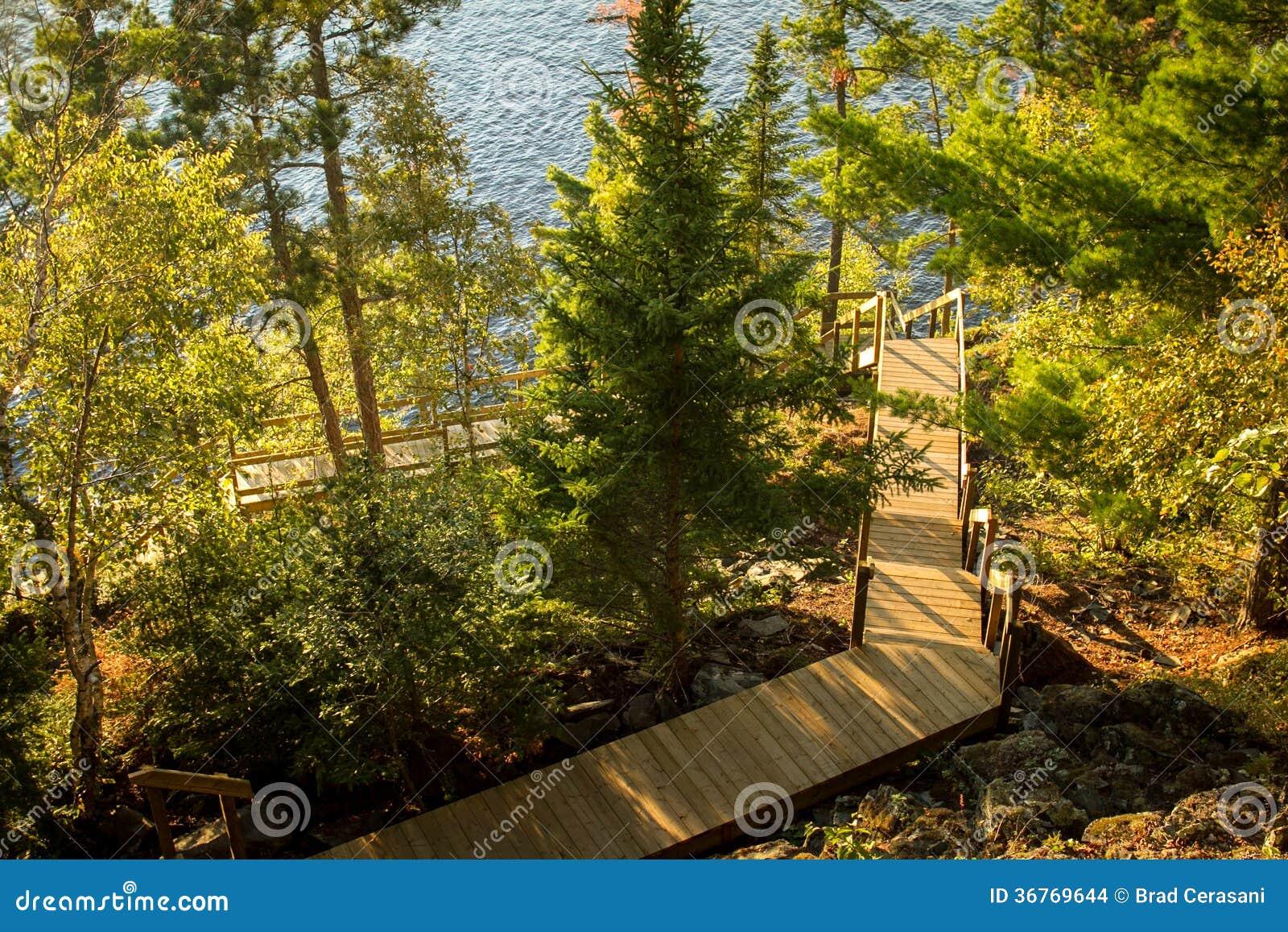 Escalera al aire libre larga a un muelle imagenes de - Escaleras al aire ...