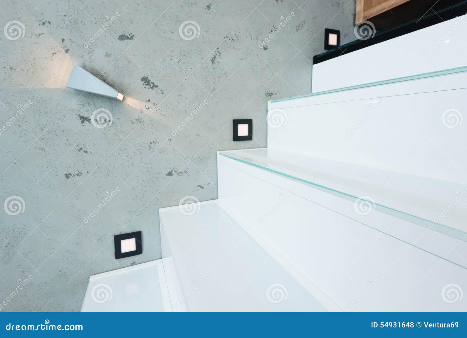 Escalera con las luces decorativas foto de archivo - Luces para escalera ...