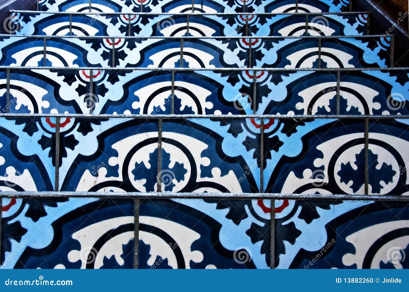 Escalera con los azulejos decorativos foto de archivo for Azulejos decorativos
