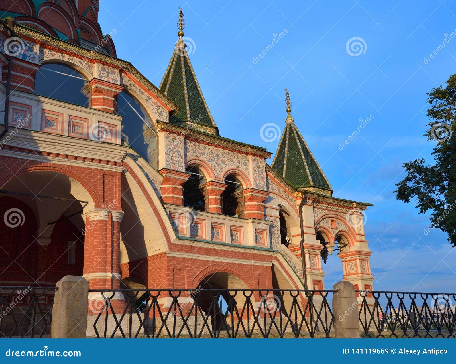 Escalera de la catedral de la albahaca del St, Plaza Roja, Moscú, Rusia