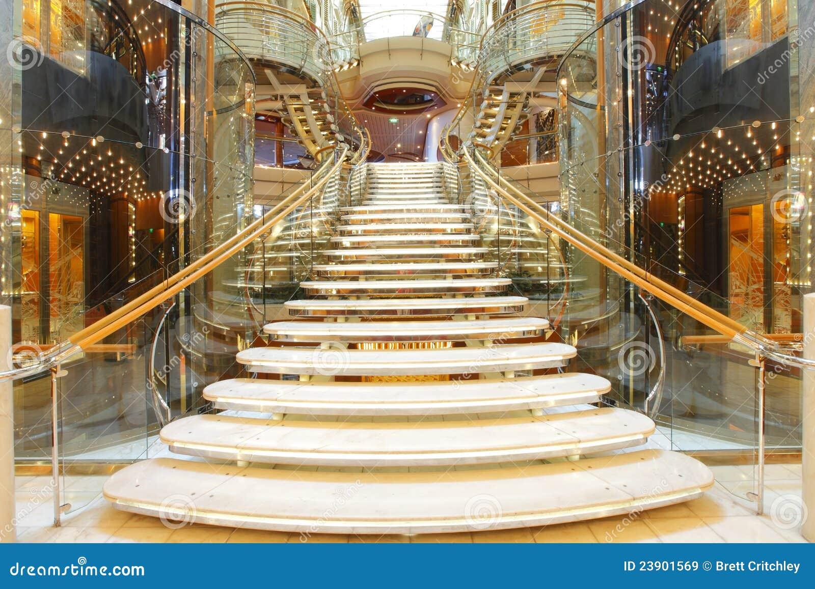 Escalera de lujo imagen de archivo imagen de lujo traves a 23901569 - Escaleras de casas de lujo ...