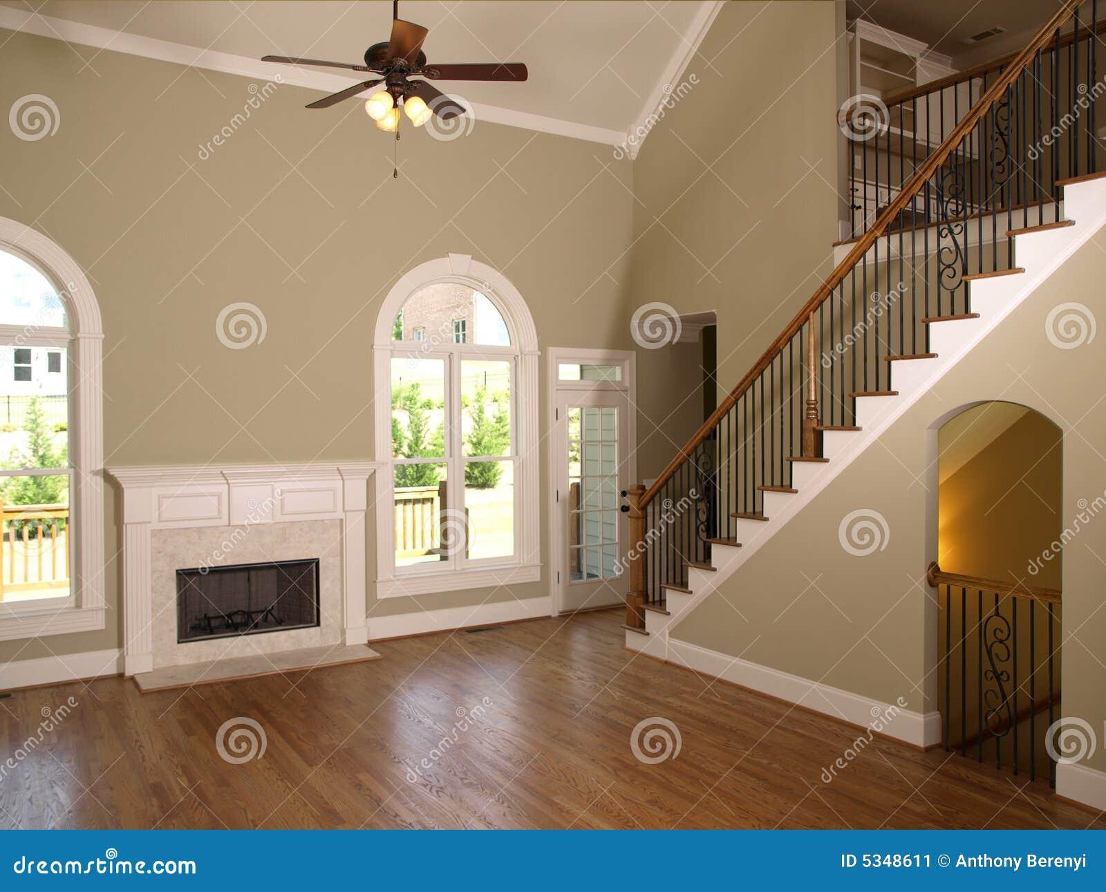 Escalera de lujo de la sala de estar del hogar modelo for Escaleras de sala