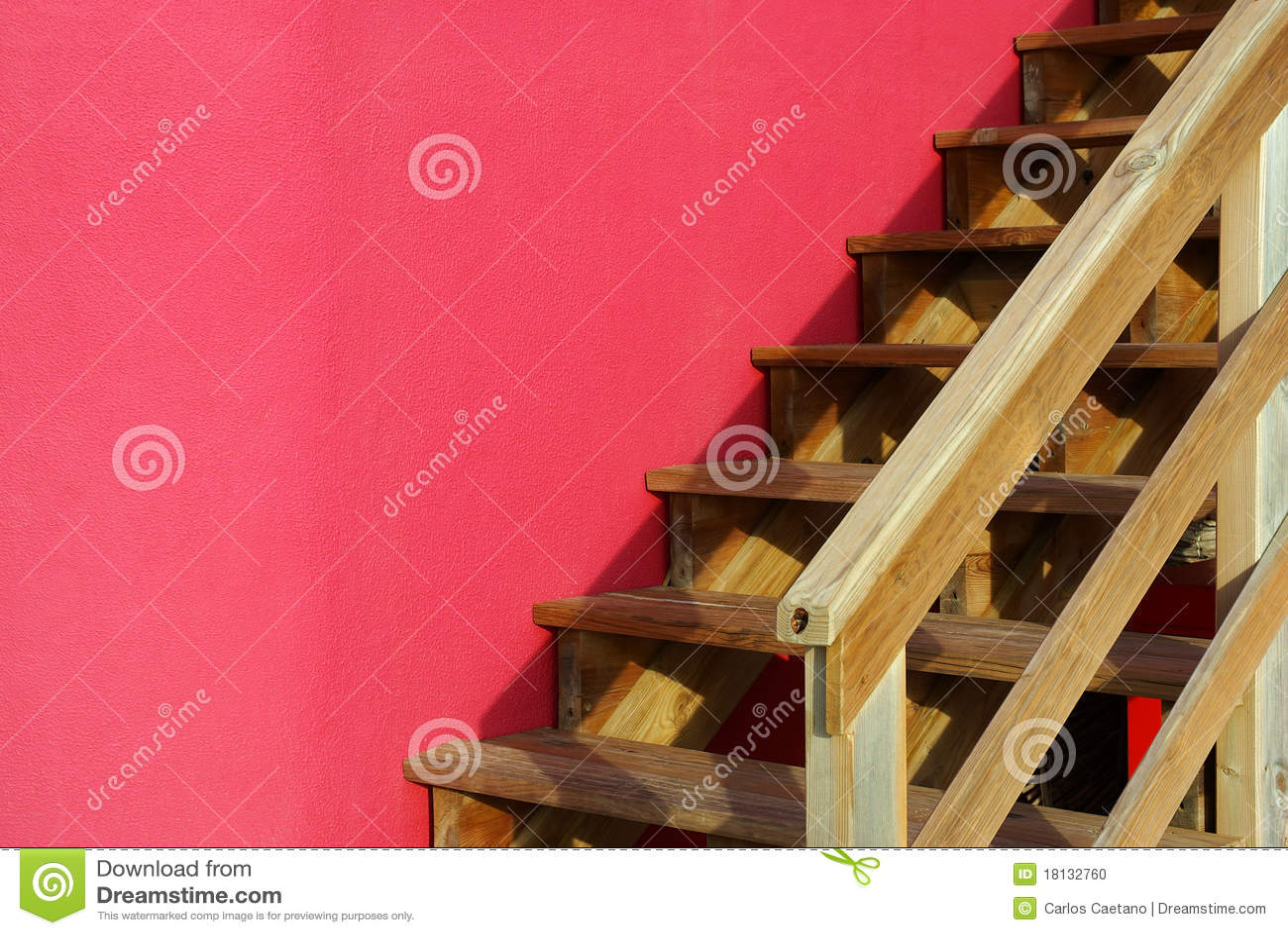 Escalera de madera foto de archivo imagen 18132760 - Escalera madera exterior ...