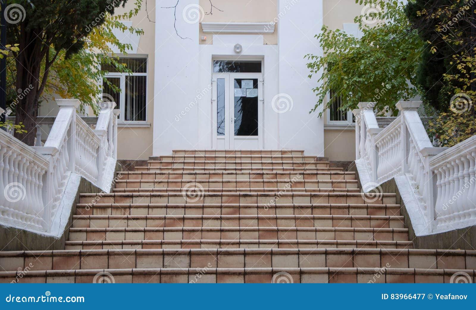Escalera de piedra blanca del vintage foto de archivo - Escalones de piedra ...