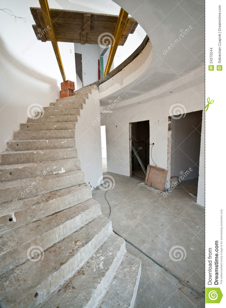 Construccion Baño Bajo Escalera:Spiral Staircase Under Construction