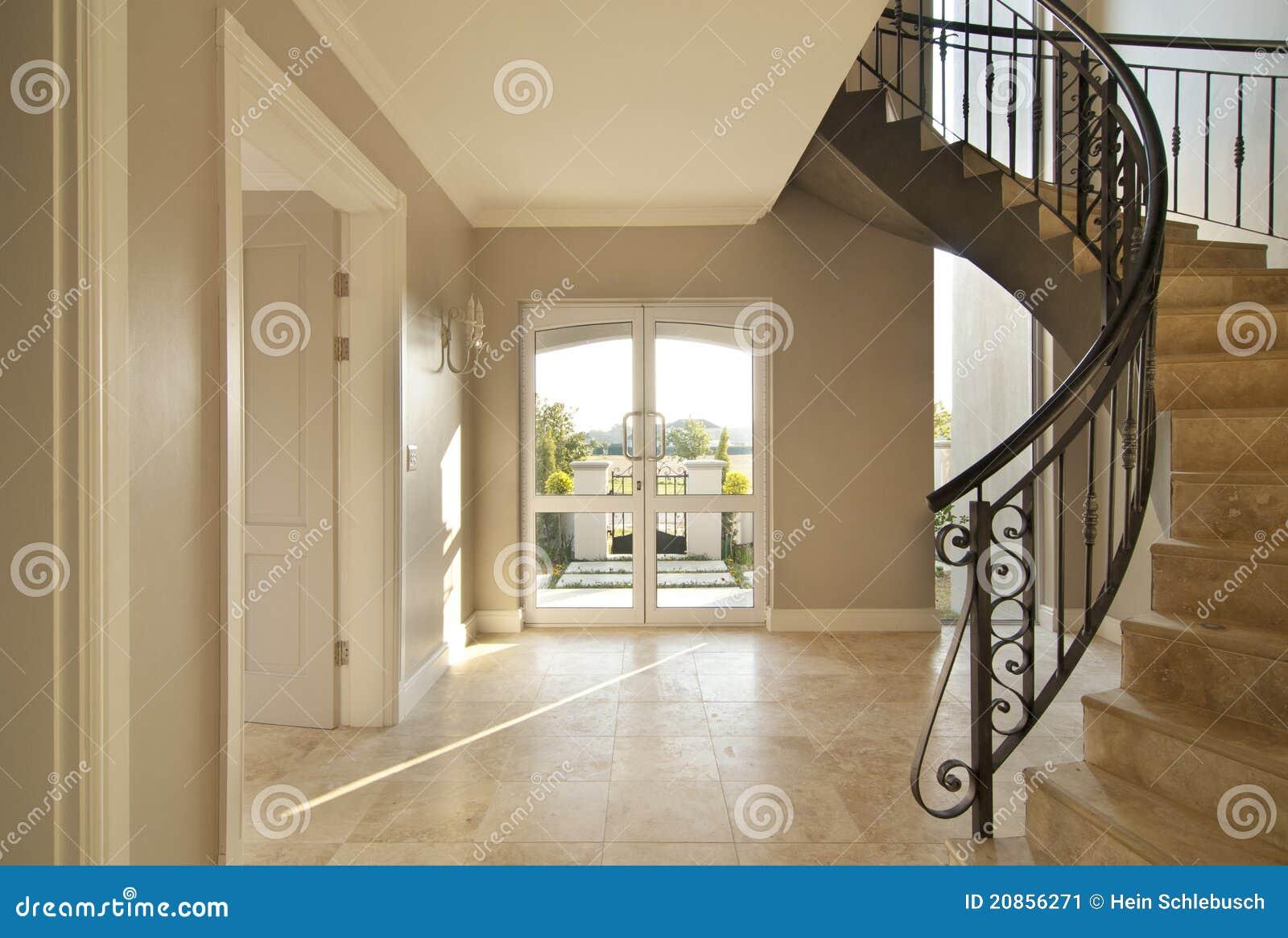 Escalera Y Puerta Principal Imagen de archivo - Imagen de casa ...