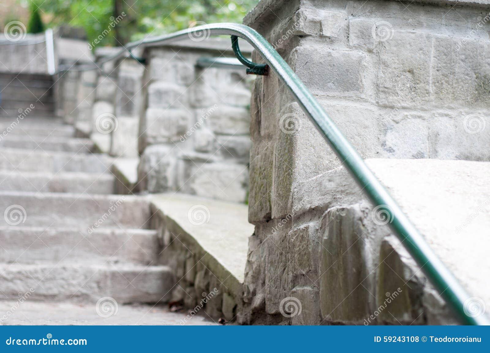 Download Escalera y verja de piedra foto de archivo. Imagen de moderno - 59243108